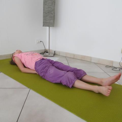 Yoga enfant Cluses posture du poisson